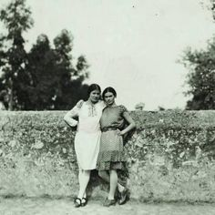 by unknown Photographer-actor-activist Tina Modotti and Frida Kahlo, c. Photograph from the Diego Rivera and Frida Kahlo Archive. Tina Modotti, Edward Weston, Louise Bourgeois, Frida E Diego, Matt Hardy, Clemente Orozco, Intimate Photos, Mexican Artists, Portraits