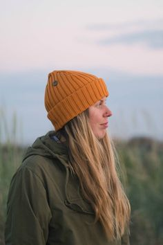 Fresh outfit for Summer. Outdoor Outfit for Women. Eco friendly beanies by VAI-KØ. Casual Skirt Outfits, Fresh Outfits, Casual Summer Outfits, Cute Hiking Outfit, Hiking Outfits, Climbing Outfits, Beanie Outfit, Wooly Hats, Adventure Outfit