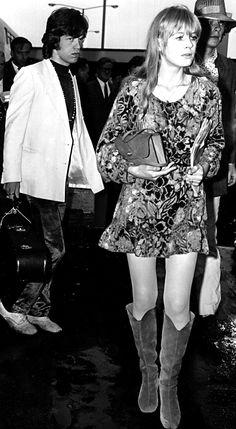 Marianne Faithfull and Mick Jagger. The Rolling Stones Anita Pallenberg, Bianca Jagger, Estilo Rock, Estilo Hippie, Patti Hansen, Jean Shrimpton, Glamour, 1960s Fashion, Vintage Fashion