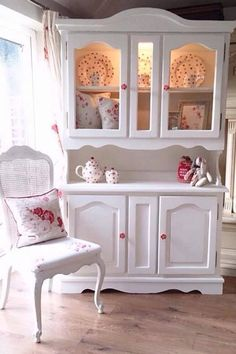 5 cool and safe ideas: Shabby Chic Apartment Decor glasses shabby chic mirror Shabby Chic Furniture, Shabby Chic Vanity, Shabby Chic Interiors, Vintage Shabby Chic, Shabby Chic Decor, Vintage Furniture, French Furniture, Shabby Chic Apartment, Shabby Chic Living Room