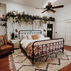 Cool 43 Smart Bohemian Bedroom Design Ideas You Must Try. Home Decor Bedroom, Bedroom Wall, Living Room Decor, Bedroom Ideas, Bed Room, Bedroom Designs, Diy Bedroom, Bedroom Furniture, Bedroom Plants