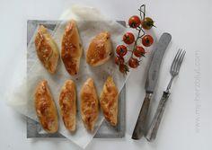 Homemade Börek - fluffig, lecker und supereasy zum Nachbacken. Die Form ist individuell abänderbar, auch so ein Vorteil :-)
