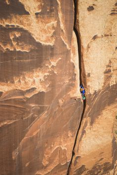 Pamela Shanti Pack Slaying Goliath, The Great American Offwidth. Photo: Jeremiah Watt 2013 Jeremiahwattphotography.com