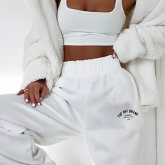 Color can be to demanding add these joggers to your list Chill Outfits add Color demanding Joggers list Cute Lazy Outfits, Chill Outfits, Sporty Outfits, Retro Outfits, Stylish Outfits, Teen Fashion Outfits, Outfits For Teens, Cute Sweatpants, Jugend Mode Outfits