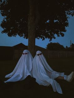 Ghost Photography, Grunge Photography, Photography Poses, Aesthetic Photo, Aesthetic Art, Aesthetic Pictures, Photographie Indie, Best Friends Aesthetic, Ghost Pictures