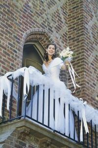 How to Decorate a Wedding Balcony thumbnail