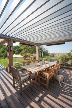 Livium louvredaken reduceren het daglichtverlies in de woning van een veranda of overkapping. Tevens functioneren ze perfect als zonwering in de zomer terwijl het felle zonlicht mooi getemperd wordt.