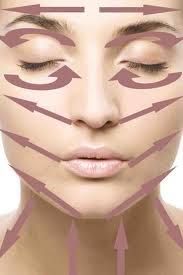 Massage Face Lines Although dry skin can influence younger people, it is more troublesome as you age. The best facial cream for dry skin in fact helps delay the indication of aging. Beauty Secrets, Diy Beauty, Beauty Skin, Beauty Tips, Fashion Beauty, Beauty Tutorials, Beauty Care, Self Massage, Face Massage