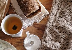 Just came back home after a few days off in south France, with no internet but enjoying the countryside and people . I bring with me a lot of chocolate, tea, bread and cheese! My kind of souvenirs. I've worn all the time my #salixshawl