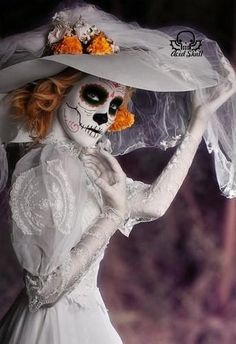 30 Cool and Creepy Halloween Makeup Ideas 2019 - - Creepy Halloween Makeup, Halloween Kostüm, Halloween Costumes, Halloween Decorations, Creepy Makeup, Dead Makeup, Dead Bride, Sugar Skull Makeup, Sugar Skulls