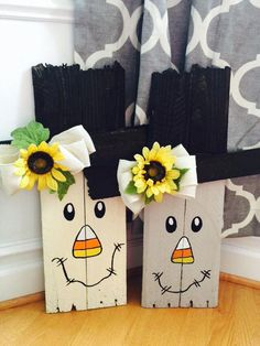 Pallet Board Scarecrows, love the candy corn nose Halloween Wood Crafts, Fall Halloween, Halloween Decorations, Halloween Pallet, Halloween Ideas, Thanksgiving Crafts, Holiday Crafts, Fall Projects, Craft Projects