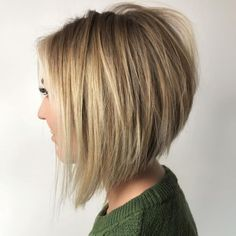 Tousled Inverted Bronde Bob Bob Hairstyles stacked The Full Stack: 50 Hottest Stacked Haircuts Thin Hair Cuts, Bobs For Thin Hair, Short Straight Hair, Straight Haircuts, Hair Bobs, Short Haircuts For Ladies, Straight Fringes, Stacked Bob Hairstyles, Long Bob Hairstyles