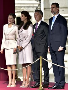 """Spain's King Felipe (R) and Argentina's President Mauricio Macri (2R) stand beside their wives Argentinian First Lady Juliana Awada (2L) and Queen Letizia (L) during a welcoming ceremony at the Royal Palace in Madrid on February 22, 2017..Argentinian President Mauricio Macri called today Spanish companies to invest in his country, where there is a new stage of """"macroeconomic stability and clear rules of the game"""", during a speech before the Spanish Congress. / AFP / GERARD JULIEN"""