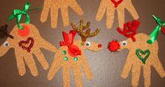 Maak van de handafdruk van je kind een geweldige #kerstkaart voor opa en oma, vrienden of familie. #Kerst