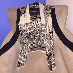 """🎉Lucky Brand"""" Black & Tan Cardigan! 🎉Lucky Brand"""" Black & Tan Cardigan! Super stylish! 100% cotton ! No Trades ! Size small .. has been washed and worn a few times Lucky Brand Sweaters Cardigans"""