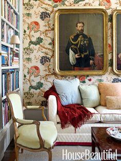 Library wallpaper in Gastón y Daniela's Tree of Life fabric. Design: Alex Hitz. housebeautiful.com. #wallpaper #library