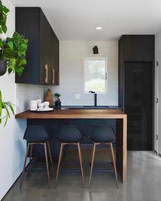 Black Kitchen Cabinets, Black Kitchens, Home Kitchens, Small Kitchens, Kitchen Island, Cottage Kitchens, Modern Kitchens, Modern Kitchen Design, Interior Design Kitchen