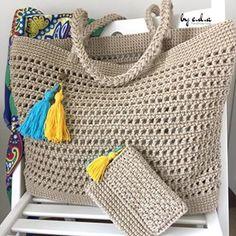 Satılmıştır💕Bir yarımı daha bitirmenin sevinciyle herkese merhaba🤗🤗 Bu sefer biraz ipi artımıştı onu da minik bir cüzdanla değerlendireyim dedim. Standart yaptıklarımdan biraz daha büyük bir çanta, cüzdanı da hediyesi☺️ .  İp: @yunevi batik makrome Tığ: 4,5 mm . . #crochetbag #crochet #totebag #örgü #clutch #örgüçanta #çanta #canta #вязание #сумка #вязаниекрючком #клатч