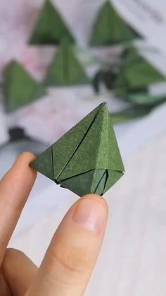 Instruções Origami, Geometric Origami, Origami And Kirigami, Paper Crafts Origami, Origami Wall Art, Origami Videos, Dollar Origami, Oragami, Diy Crafts Hacks
