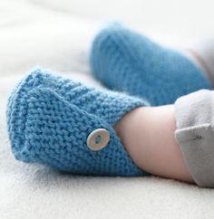 Nos petites frimousses apprécieront ces chaussons réalisés en ' laine partner 3.5 ', coloris Porcelaine.Modèle N°6 du catalogue N°129 : Automne/Hiver 2015, Layette Facile.