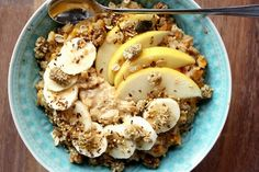 Carrot cake oats with banana, apple, peanut butter, mulberries, maple syrup and granola :)