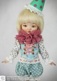 OOAK porcelain BJD by Domadoll ( The clown's small stage )