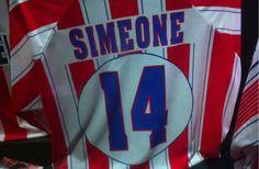 El Cholo Simeone es un motivador nato. Un personaje del mundo del fútbol que traspasa fronteras y que ha creado casi un dogma de fe. Estas son algunas de las frases motivadoras que ha dejado hasta el momento el 'Cholismo'. Sin aditivos, ni colorantes. Directo y sin rodeos. A corazón abierto...