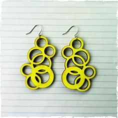 Laser Cut Neon Yellow Wood Earrings Style 3 par threeinarowgiftco,