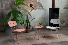 Bent lounge chair blush and mint & Bent sidetable blush - Tristan Frencken Dutch Design