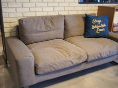 """MOLIS on Instagram: """"POPUP開催中のアデペシュからソファーのご紹介です。 今回ご紹介しますこちらのソファーはファブリックのやわらかい風合いと、角のとれたまるいフォルムのヴィデル。 2つが合わさる事で優しく包み込むようなソファに。…"""" Sofa, Couch, Throw Pillows, Furniture, Instagram, Home Decor, Settee, Settee, Toss Pillows"""
