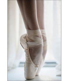 Casssie Trenary. #ballerina - @cassiepearlt #newyorkcity #ballerinaproject_ #ballerinaproject #ballet #dance #pointeshoes #feet #legs  via ✨ @padgram ✨(http://dl.padgram.com)