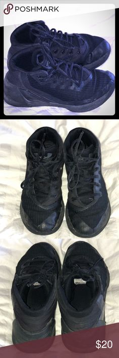 Boys Steph Curry 3 preschool size Boys Steph Curry 3's black on black size 3 under armour   Size 3y  Worn Under Armour Shoes Sneakers