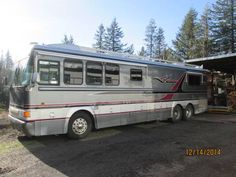 1993 - $50000 bluebird wanderlodge (corbett), 40 foot motorcoach 8v92 silver Detroit with about 25000 miles 5 speed Alison has new heater system new inverter system new refrigerator