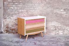 Commode vintage relookée bois, blanc écru, tissus http://www.gentlemen-designers.fr