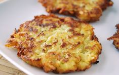 Oven Fried Latkes The miracle of these latkes is that they break free from the frying pan, so there's less mess for you. Zucchini Latkes, Potato Latkes, Oven Fried Potatoes, Vegetarian Recipes, Healthy Recipes, Jewish Recipes, Fries In The Oven, Oven Baked, Side Dish Recipes