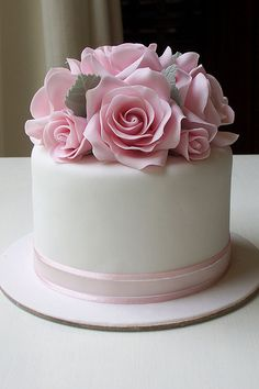 Small 4 inch fruit cake with pink roses.Cute with a couple of plain tiers underneathFloral Cake Gorgeous Cakes, Pretty Cakes, Amazing Cakes, Fancy Cakes, Mini Cakes, Floral Cake, Homemade Cakes, Homemade Pie, Savoury Cake
