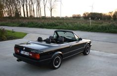 BMW E30 325i Cabrio Bmw E30 Cabrio, Bmw E21, Bmw E30 Convertible, Bucket, Outdoor, Cars, Outdoors, Outdoor Games, The Great Outdoors