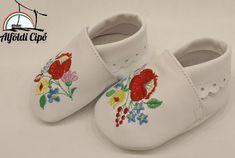 Alföldi Cipőbolt - alföldi cipők - alföldi papucsok - csizmák - saruk - bakancsok - néptánc cipők Slippers, Shoes, Fashion, Moda, Zapatos, Shoes Outlet, Fashion Styles, Slipper, Shoe