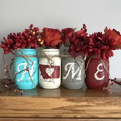 Turquoise and red Montana Home Mason jar set Mason Jar Gifts, Mason Jar Diy, Small Projects Ideas, Diy Projects, Pickle Jar Crafts, Pickle Jars, Painted Mason Jars, Painted Bottles, Small Glass Bottles