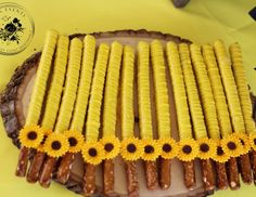 Raquel B's Gender Reveal / sunflowers - What will it bee? at Catch My Party Sunflower Birthday Parties, Sunflower Party, Sunflower Baby Showers, Gender Party, Baby Gender Reveal Party, Gender Reveal Food, Mommy To Bee, Gender Reveal Party Decorations, Babyshower