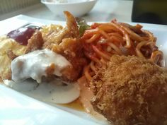 -Big Chef- Mixed Lunch plate $9.99 (Omelette, Hashed beef and rice, Spaghetti, Deep-fried chicken, Croquette) http://alike.jp/restaurant/target_top/23076/
