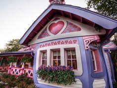 Why don't people build more houses like this and have some fun? by Stuck in Customs, via Flickr