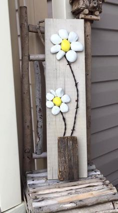 Rustic stone art flowers / rock art daisies by FurnitureITA Stone Crafts, Rock Crafts, Arts And Crafts, Art Crafts, Rustic Stone, Rustic Art, Rock Flowers, Rock And Pebbles, Rock Decor