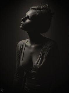 Art Photography Portrait, Artistic Photography, Photography Women, Creative Photography, Black And White Portraits, Black And White Photography, Contrast Photography, Low Key, Nude Portrait