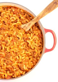Goulash Recipes - Easy Ground Beef Pasta Dinner the whole family will LOVE! It's delicious, creamy, and so hearty! Save the leftovers for another easy dinner later this week! Go grab the recipe and give it a try! Easy Goulash Recipes, Slow Cooker Recipes, Crockpot Recipes, Soup Recipes, Cooking Recipes, Healthy Recipes, Pasta Recipes, Oxtail Recipes, Fodmap Recipes