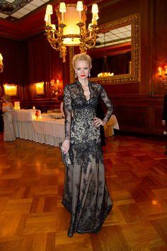 Franziska Knuppe in einem Kleid von Irene Luft