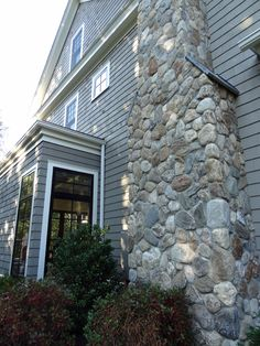 Exterior Wall Decor Curb Appeal Stone Veneer Ideas For 2019 Exterior Stairs, Exterior Cladding, Exterior Doors, Wall Exterior, Thin Stone Veneer, Stone Chimney, Stone Facade, Stone Veneer Exterior, Rustic Stone