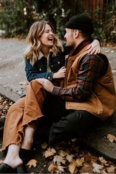 Fall Engagement Photos in Brooklyn, NYC. Best Fall engagement photos location in Brooklyn.What to wear for your engagement photos. Country Engagement Pictures, City Engagement Photos, Engagement Photo Outfits, Engagement Couple, Fall Engagement, Engagement Session, Couple Posing, Couple Shoot, Brooklyn And Bailey