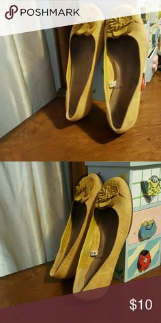 Flat shoes Gently worn mustard colored shoe Shoes Flats & Loafers