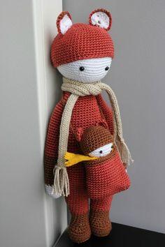 FIBI made by lilofil Crochet Dollies, Crochet Toys, Chia Pet, Crochet Teddy Bear Pattern, Learn To Crochet, Amigurumi Doll, Baby Dolls, Garance, Diy Crafts